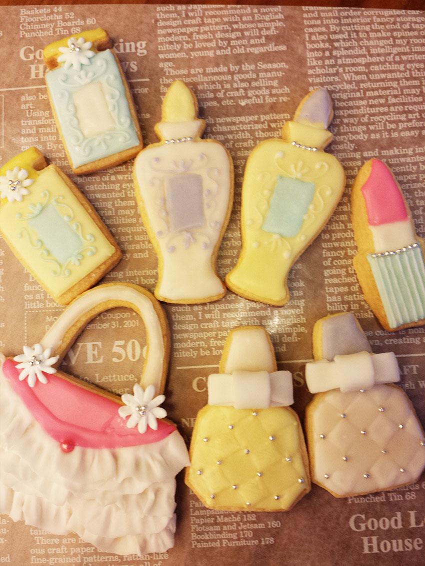 アイシングクッキー 白レースのバックと香水瓶