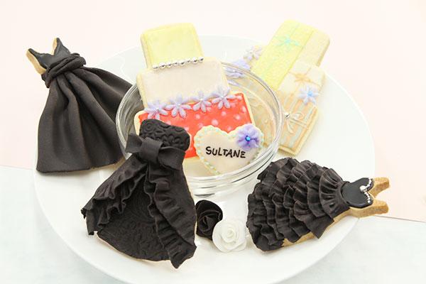 アイシングクッキー ケーキと黒のドレス