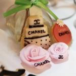 アイシングクッキー ケーキとピンクのバラ(シャネル)